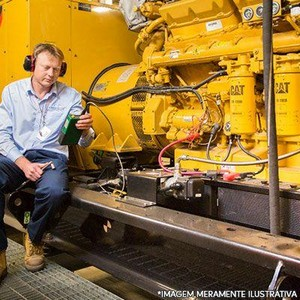 Serviço de manutenção preventiva em gerador de energia